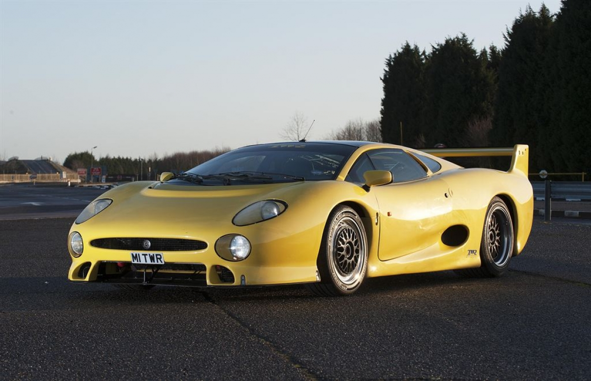 Even the ultra rare, ultra high performance TWR version of the XJ220 sported CX mirrors