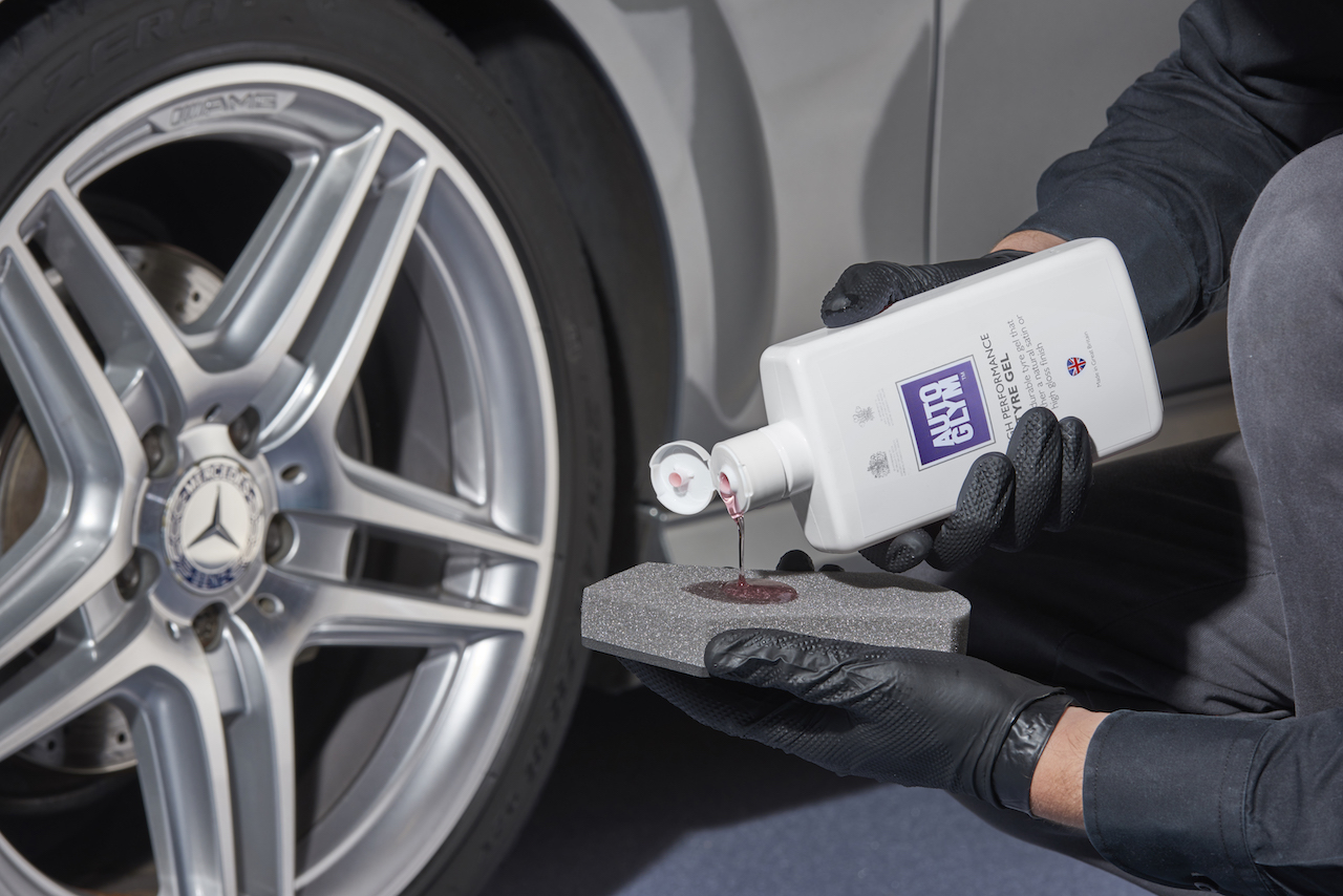 high performance tyre gel is another weapon in the war against grimy tyres and one with a completely different formulation to that of instant tyre dressing